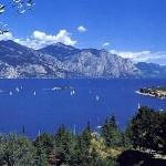 Segelboote, Sonne und blaues Wasser am Gardasee